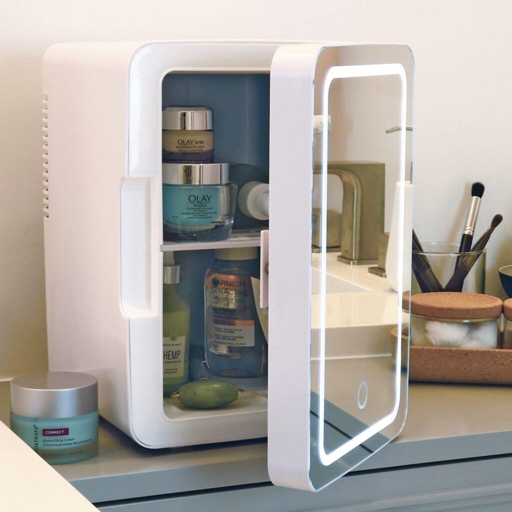 SUOMO Compact Refrigerator 8 Liter Beauty Fridge